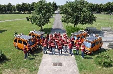 Carovana di pulmini robotici guideranno automaticamente dall'Italia alla Cina