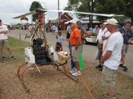 Elicottero monoposto che va ad acqua ossigenata