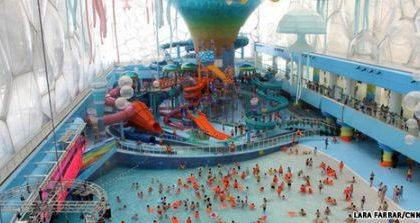 Stadio Olimpico Watercube diventa un parco acquatico, video