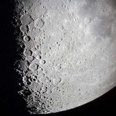 La difficile infanzia della Luna
