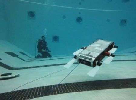 Il robot nuotatore controllato senza fili da un tablet!