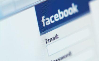 """Facebook: le foto cancellate """"sopravvivono"""" per oltre un anno"""