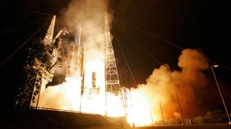 """Il più grande satellite mai messo in orbita è uno """"spione"""" hi tech americano"""