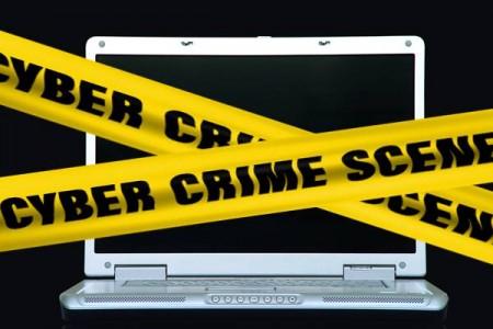 Cybercrimine: colpiti online 7 italiani su 10