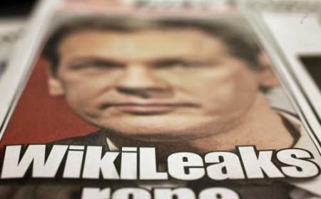 Wikileaks: Assange si è consegnato a Londra, gli hacker attaccano la rete