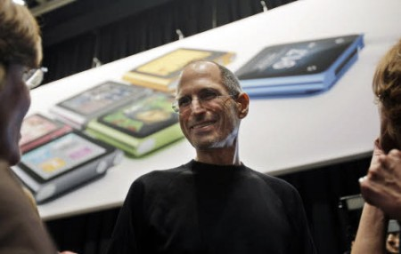 Steve Jobs Ceo Apple uomo dell'anno 2010 per il Financial Times