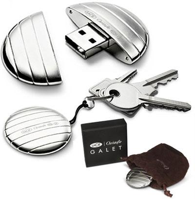 Chiavetta USB LaCie Galet: ciottolo d'argento lavorato a mano