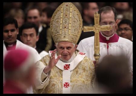 Social Network: il Papa esorta a non utilizzare identità fasulle