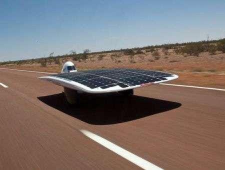 L'auto a energia solare più veloce consuma come un asciugacapelli