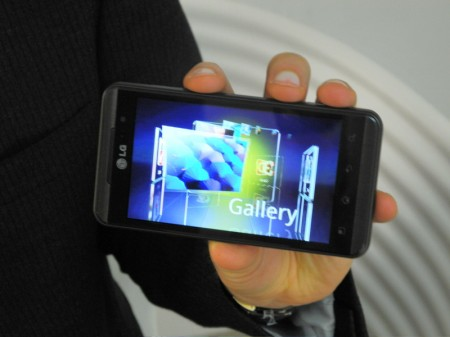 lg optimus 3d display