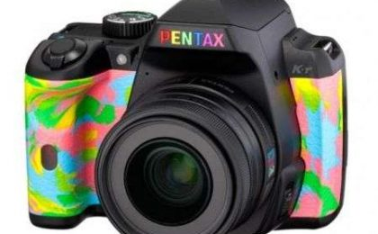 Fotocamere Digitali: Pentax Rainbox K-r in edizione limitata Tower Records