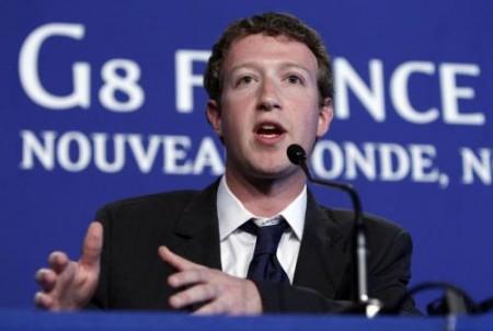Iscrizione a Facebook per un italiano su tre, la dipendenza aumenta