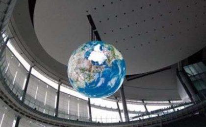 La Terra di display OLED, meraviglia hi tech di 6 metri di diametro
