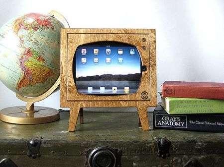 L'accessorio iPad più nostalgico, il dock TV di legno