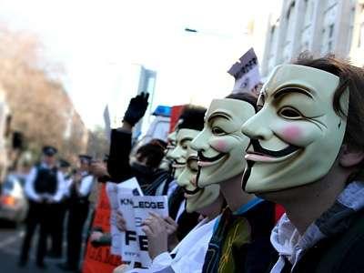 Tre hacker Anonymous italiani denunciati dalla Polizia, contrattacco!