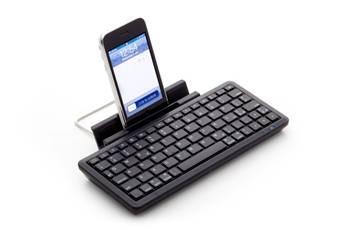 La pratica mini tastiera Bluetooth per iPad e iPhone