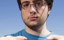 Apple assume lhacker piccolo-genio di JailbrakeMe.com, Comex!