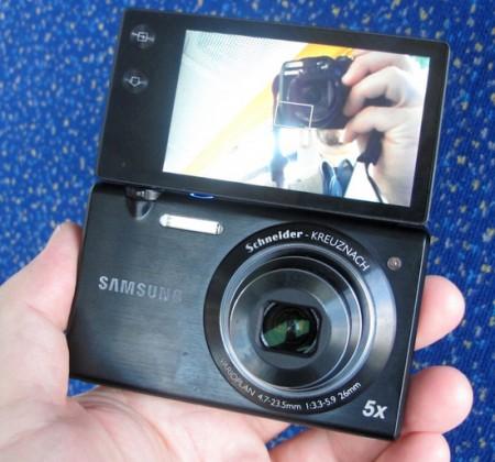La fotocamera Samsung Multiview è perfetta per i vanitosi