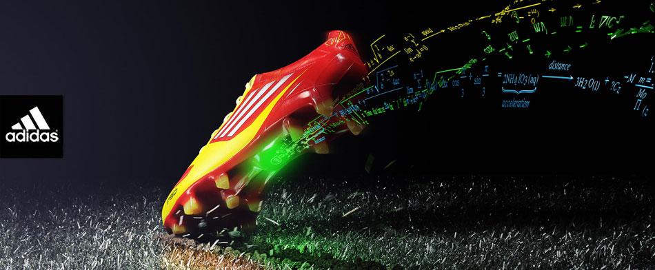 La scarpa Adidas Adizero f50 miCoach, puro hitech ai piedi