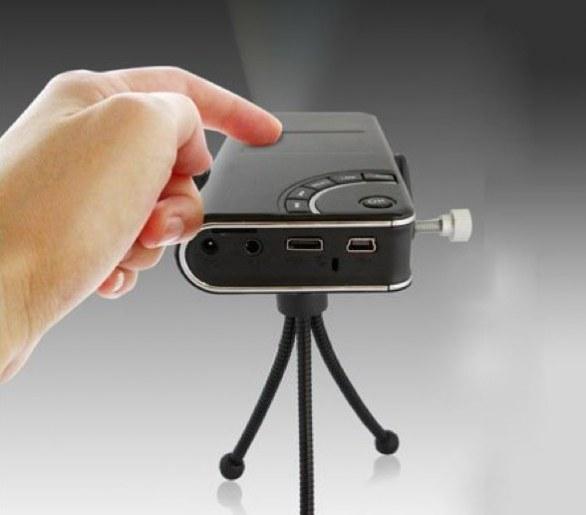 Il proiettore portatile con Android di Tursion sbanca Amazon!