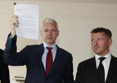 Ritorna Wikileaks: Julian Assange svela i cabli diplomatici USA