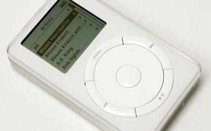 Apple festeggia i 10 anni dell'iPod che non c'è più