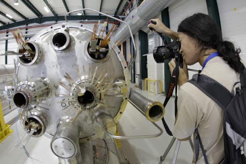 CERN, l'acceleratore LHC scova la particella di Dio?