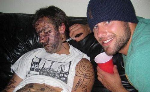 Su Facebook inglesi ubriachi (e taggati) in tre foto su quattro