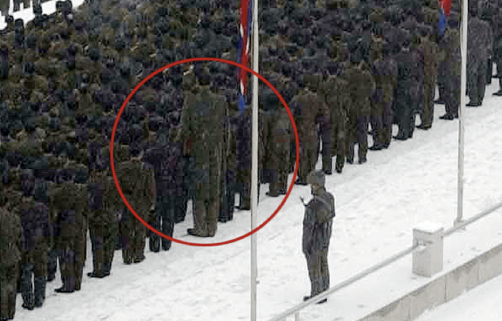 Il soldato gigante al funerale di Kim Jong-il, trionfo di Photoshop?