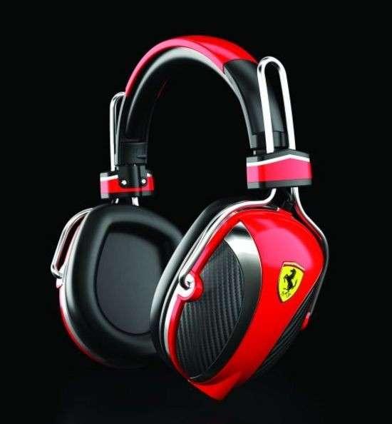Cuffie e auricolari Ferrari: la musica rampante