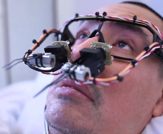 Artista paralizzato ritorna a creare con un hack di Playstation Eye