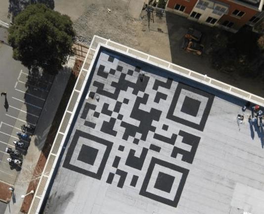 QR Code gigantesco da 13 metri sul tetto della sede di Facebook [FOTO]
