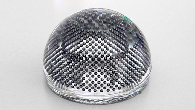 I pannelli solari sferici per assorbire i raggi da ogni direzione