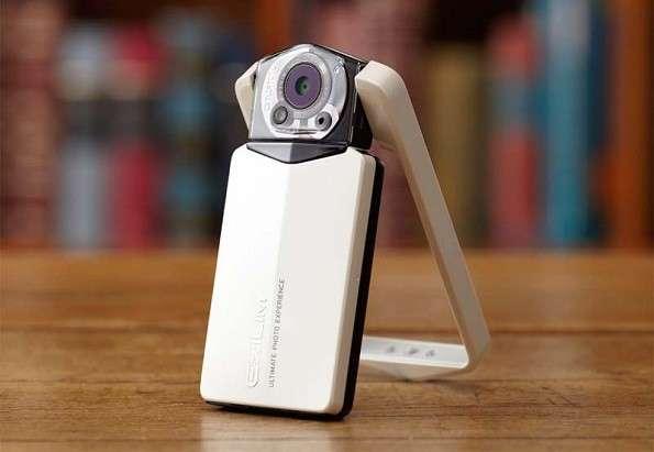 Casio Exilim EX-TR150, fotocamera con schermo e cornice rotanti [FOTO]