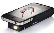 Custodia iPhone con proiettore integrato e batteria extra [FOTO]