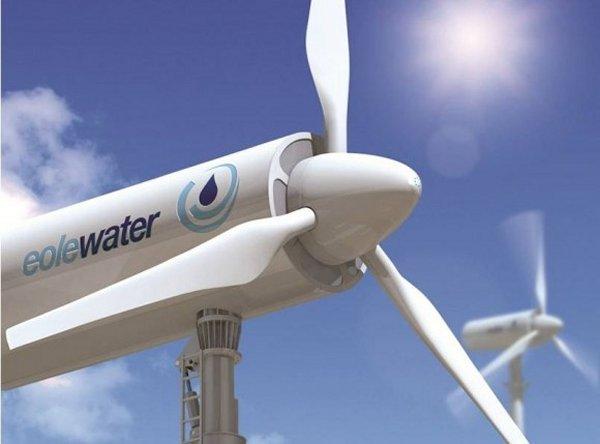 Pale eoliche che generano 1000 litri d'acqua al giorno dall'aria