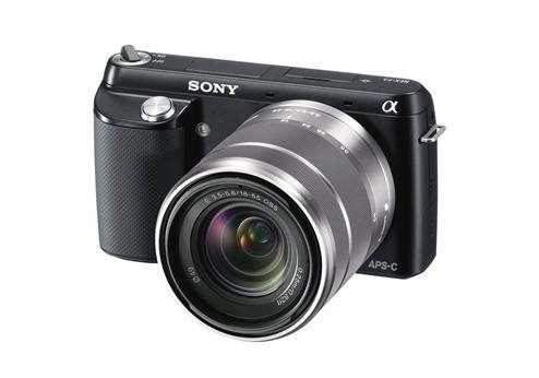 Fotocamera Sony NEX-F3 con lenti intercambiabili e schermo snodabile