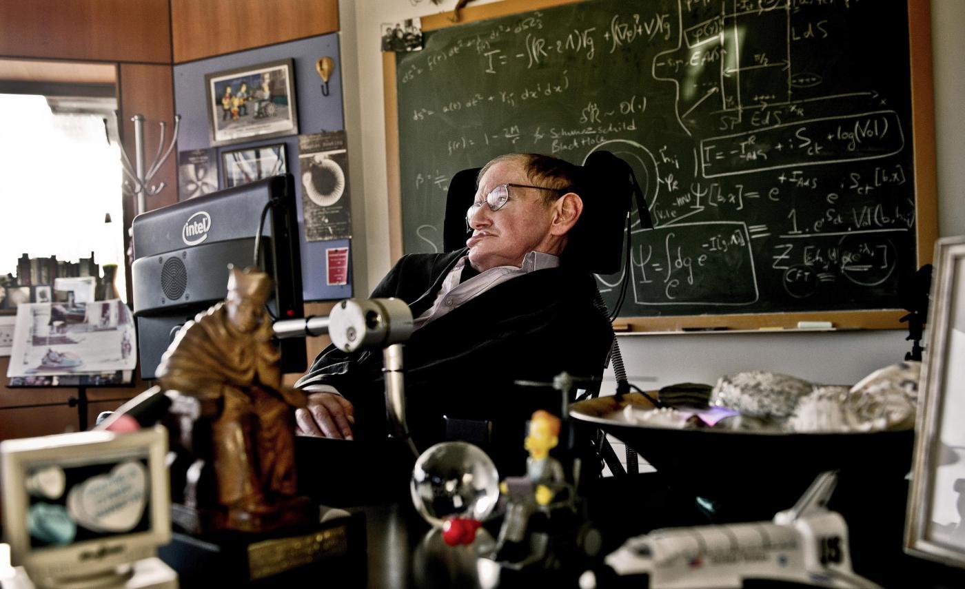 """Stephen Hawking """"apre"""" il proprio cervello a un esperimento innovativo"""