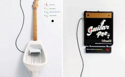 Guitar Pee: il water per comporre musica e prendere la mira