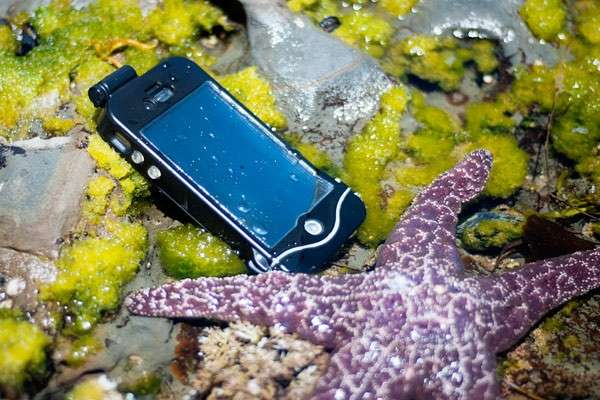 Custodia subacquea iPhone Scuba Suit, ideale per l'estate [FOTO]