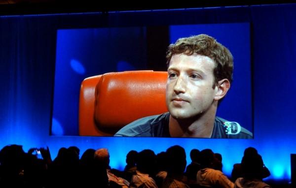 Facebook: motore di ricerca in arrivo, ma gli utenti calano