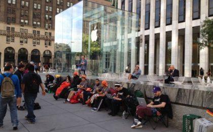 iPhone va bruciato: rabbino israeliano attacca Apple