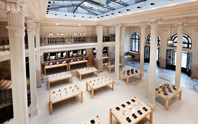 Apple a ruba: maxi furto a capodanno a Parigi [FOTO]