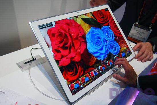 Panasonic Tablet W8 UD CES 2012