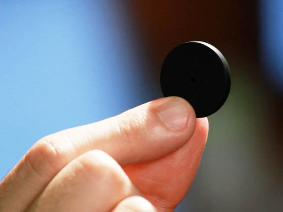 Adesivi Bluetooth per non perdere più oggetti, chiavi… persone [FOTO e VIDEO]