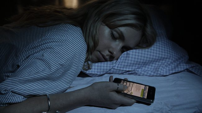 Adolescenti scrivono SMS nel sonno: sonnambulismo hitech
