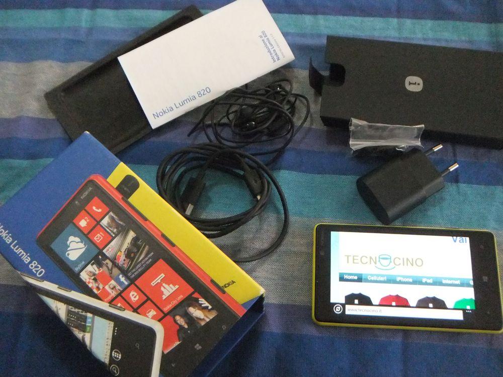 Nokia Lumia 820 interno confezione