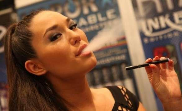 Sigaretta Elettronica: fa male e non toglie la dipendenza [FOTO]