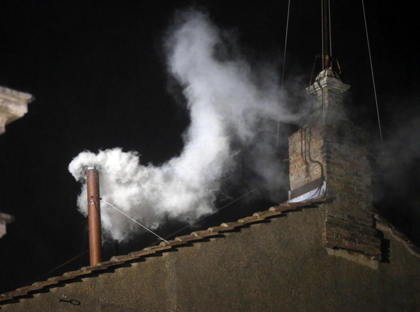 Conclave: fumata bianca, eletto nuovo Papa