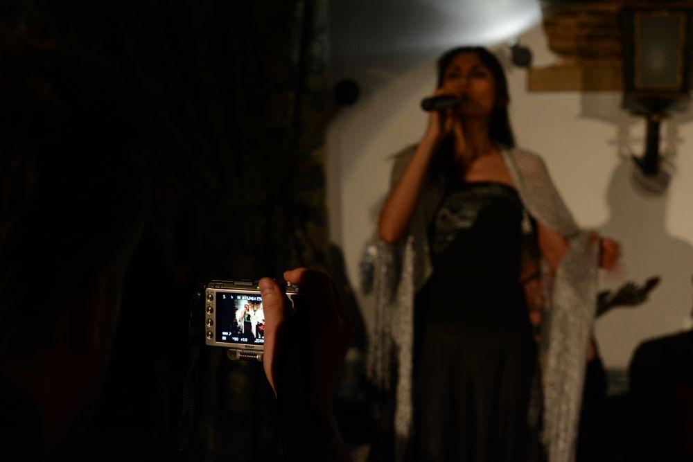 Nikon Coolpix A ritrae la cantante
